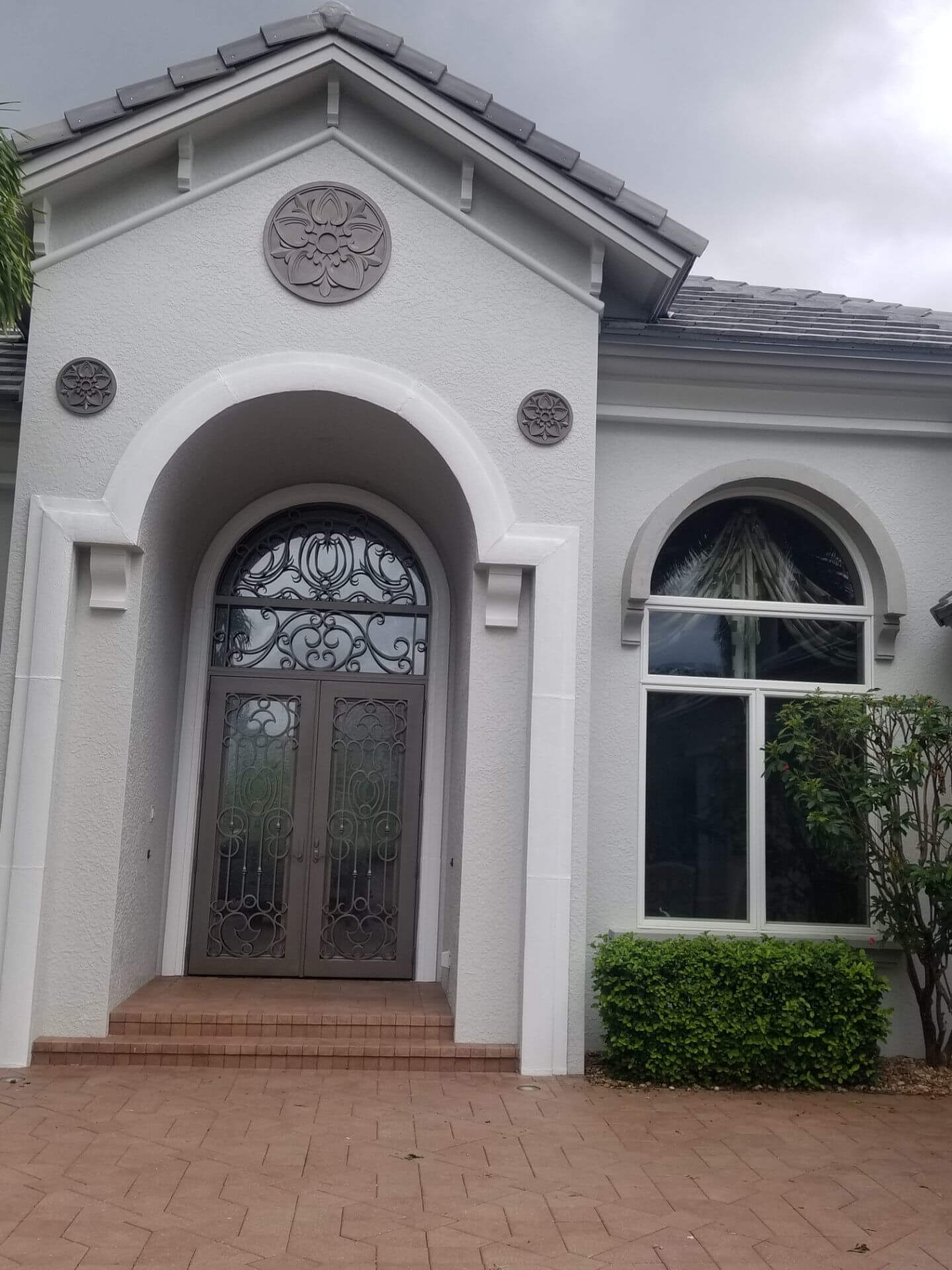 We not only painted the Cantera doors using metallic paint, we painted the 3 medallions with the same paint.